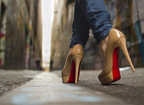 К ходьбе на каблуках необходимо привыкнуть