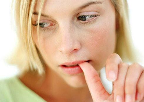Обгрызание ногтей вредит здоровью
