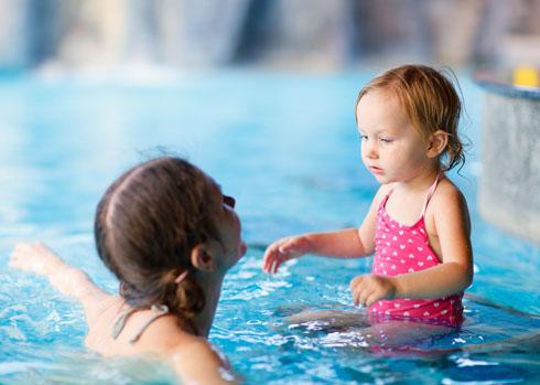 Обучение плаванию лучше начинать с шести лет