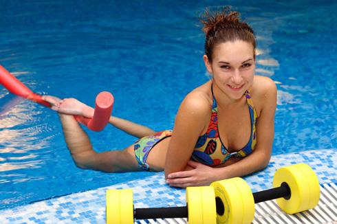 Плавание способствует похудению
