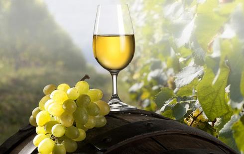 Белое вино также обладает положительными свойствами