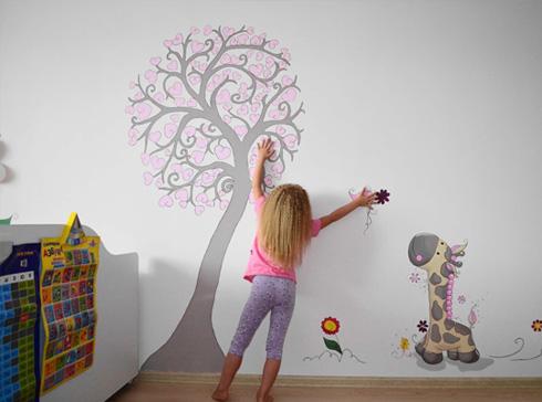Дети сами могут разукрасить свою комнату