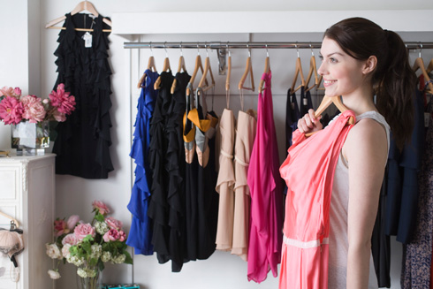 Цвет одежды для невысокой женщины