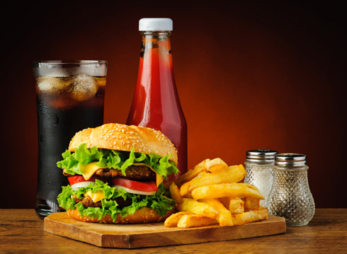 Компании фаст-фуда пользуются действием жидкостей на пищеварение в своих целях