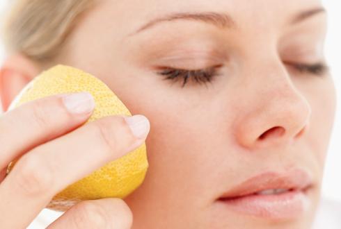 Лимонный сок полезен для отбеливания кожи