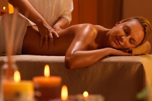 Как сделать расслабляющий массаж спины?