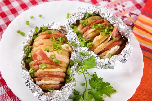Картошка-гармошка с сыром и беконом