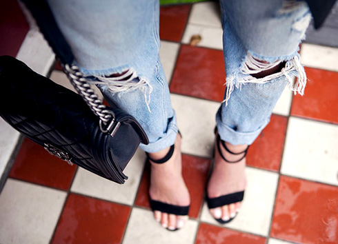 Как сделать модные рваные джинсы в домашних условиях?