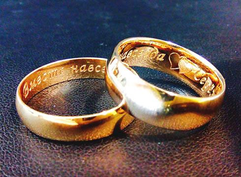 Как выбрать золотое обручальное кольцо?