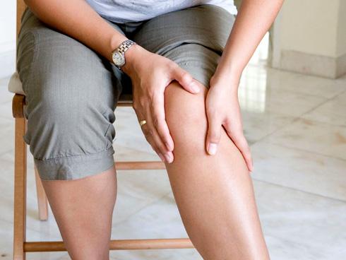 Почему отекают ноги у женщины?