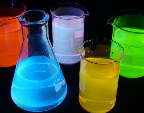 Как приготовить светящуюся воду дома?
