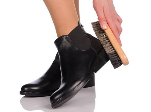 Как ухаживать за обувью из кожзама?
