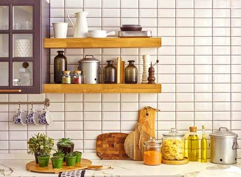 Как избавиться от моли на кухне?