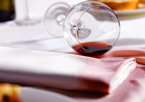 Как удалить пятно от вина?
