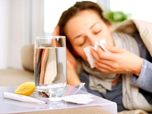 Можно ли лечить простуду водкой?