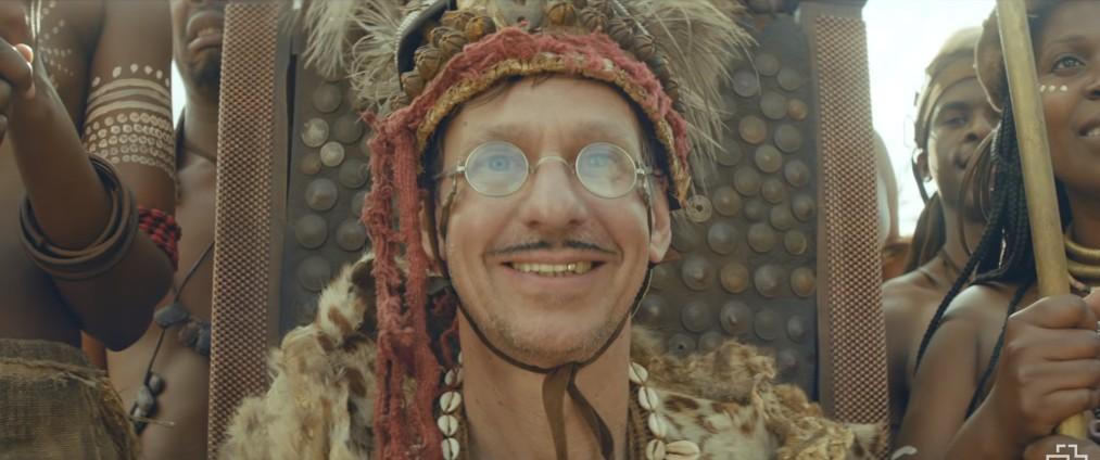 Кристиан Лоренц вождь племени в клипе Ауслендер