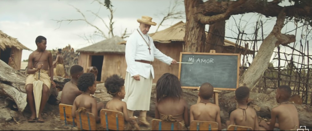 Тилль учит детей в клипе Ауслендер